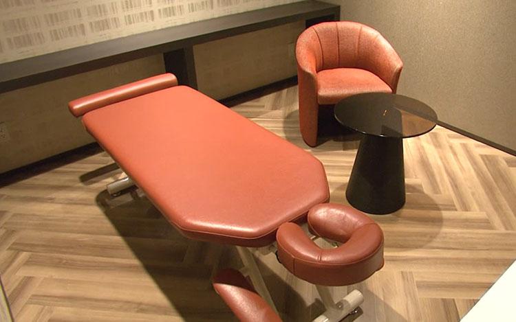 2F 人目を気にせずゆっくり治療を受けられる個室